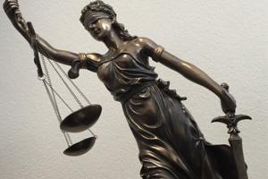 Oeffentliches-Recht-hoch-fair-kompetent-Rechtskraft-in-Zuerich-1